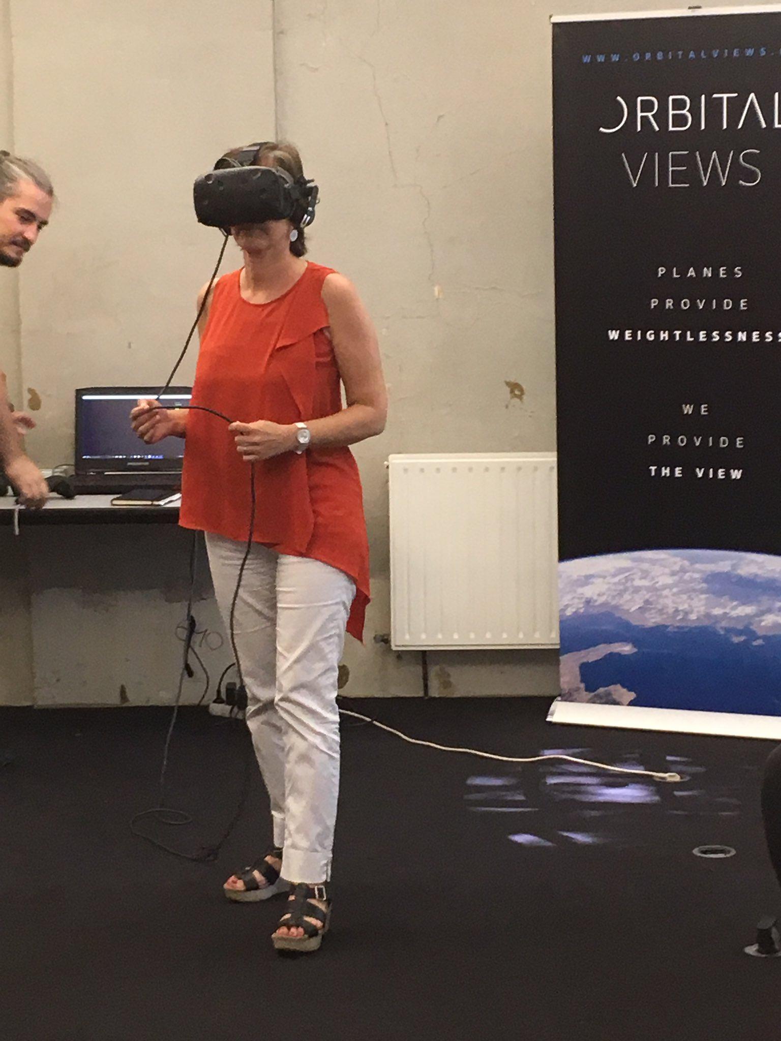 Et maintenant on teste la #RéalitéVirtuelle avec @teg_miles et #VincentRieuf de #IcebergExpert ! #LabCedap https://t.co/RbV5AB682R