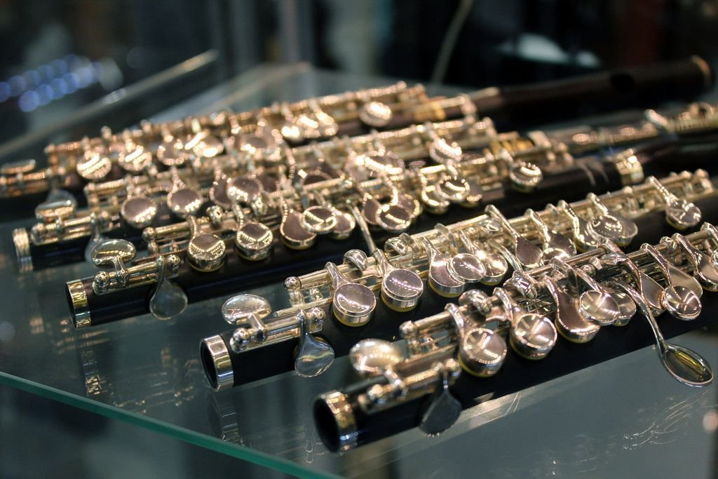 .@YamahaUK and Trevor James piccolos on our instrument floor from beginner level to advanced. #piccolo #woodwind <br>http://pic.twitter.com/G9SNuZ5vvg