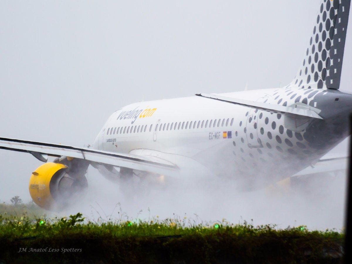 #BuenosDias #viernes #FullPower @pilot_airbus #takeoff @vueling from #rwy04 @DonostiAir #secandopista #wevuelingyouspotting @controladores<br>http://pic.twitter.com/r3arCf3izk