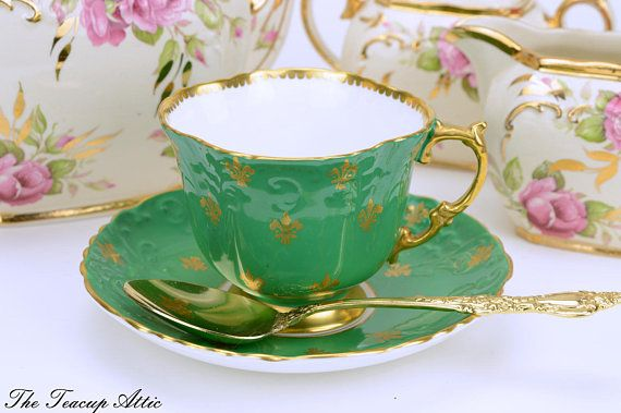 #Aynsley #Vintage Green #Teacup And #Saucer Set With Gold #Fleur-de-Lys Teacup Set With Fleur De Lis ca. 1960  http:// buff.ly/2uLEzdQ  &nbsp;  <br>http://pic.twitter.com/L32twv9KMe