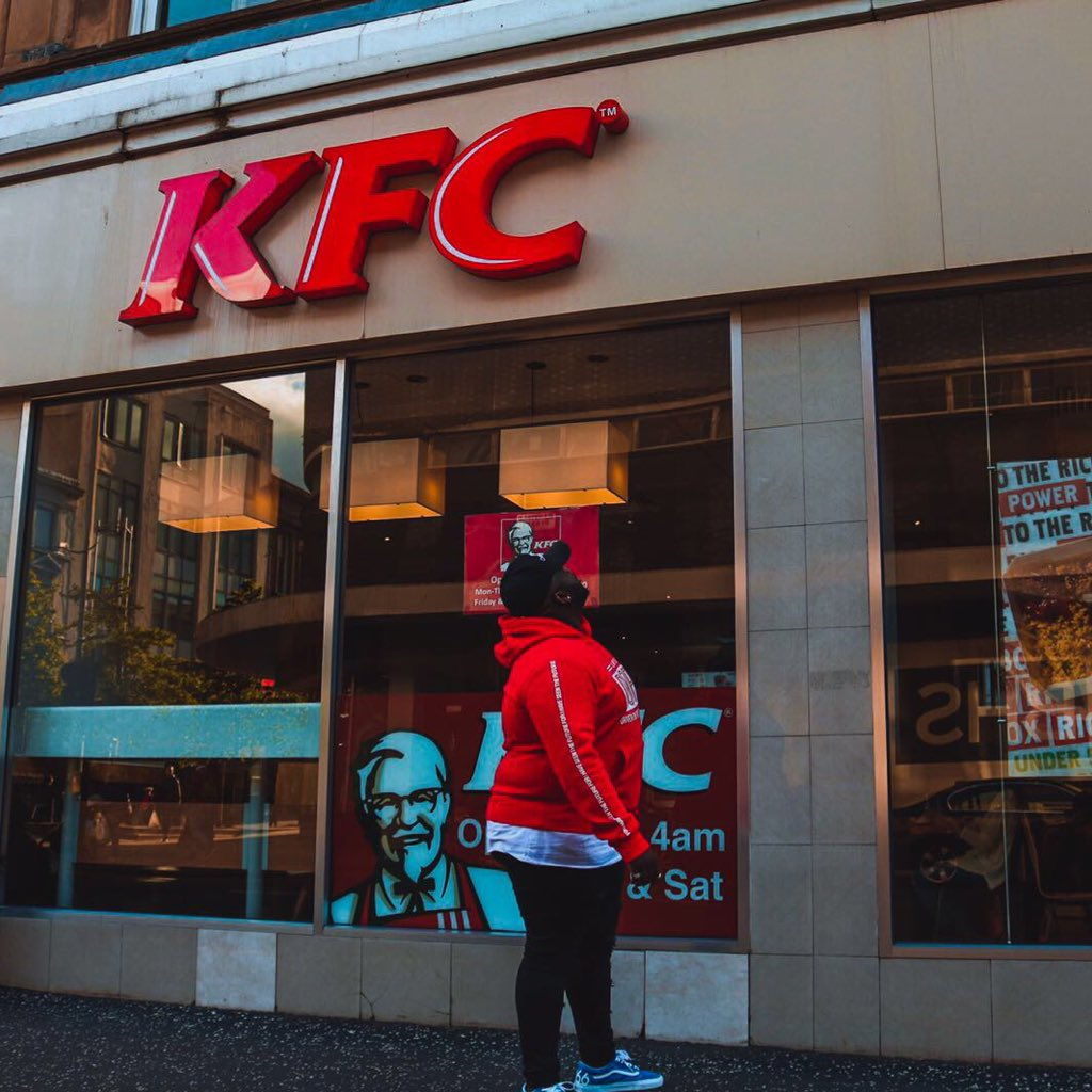 kfc uk Kfc has apologised to its customers for running out of chicken - in a pretty cheeky way the fast-food chain took out a full page ad in the sun and metro newspapers which shows an empty bucket of.