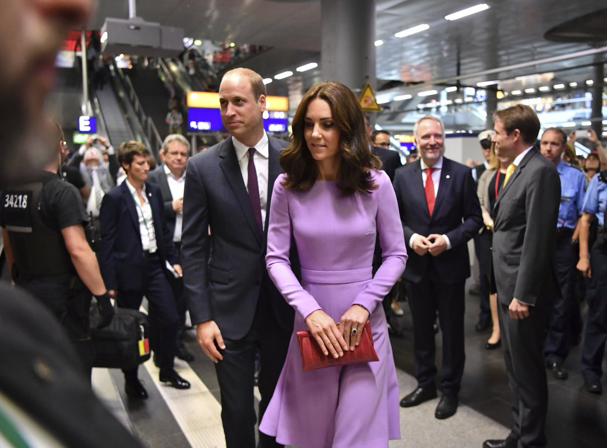 William and Kate arrive at the main railway station in #Berlin to take a train to #Hamburg on the last day of their tour <br>http://pic.twitter.com/qODBOb0H2s