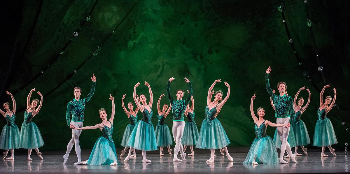 #POBTour #Joyaux #Balanchine La Compagnie est ce moment au @LincolnCenter avec le @nycballet & @BolshoiOfficial !pic.twitter.com/6UiFMSvXx3