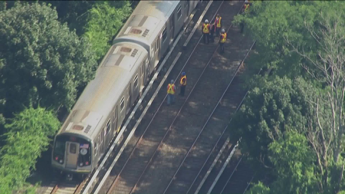 WATCH LIVE: AIR11 over Brooklyn derailment #TrackTroublePIX11 https://t.co/kx1BMAhTGH