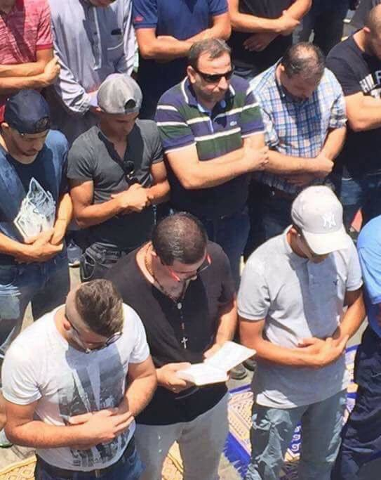 Only In #Palestine . Muslims and Christians Praying Together in #jerusalem . #holyCity<br>http://pic.twitter.com/SLU8u5268O