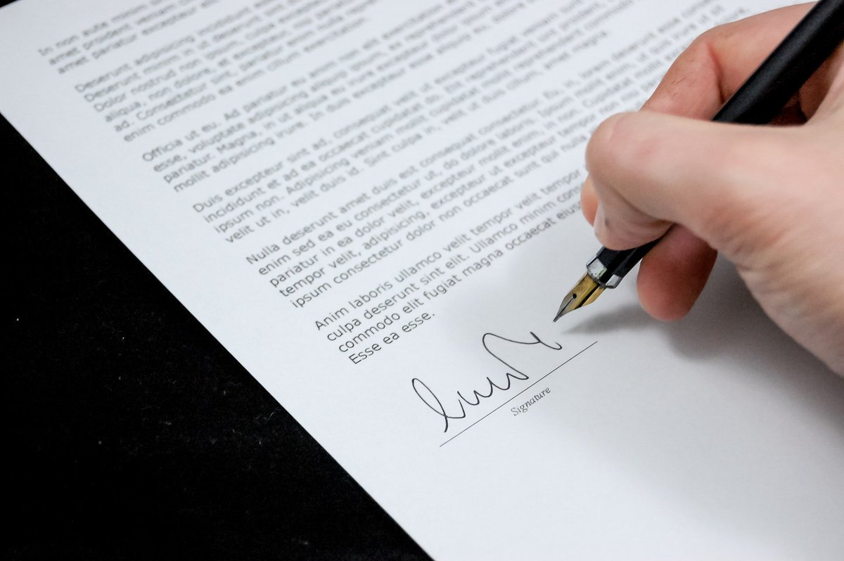 Thinking about signing a #franchise #agreement? Make sure you read @CarlReader&#39;s tips first  http:// ow.ly/UmCe30duXkU  &nbsp;  <br>http://pic.twitter.com/lrX4Cjn9AF
