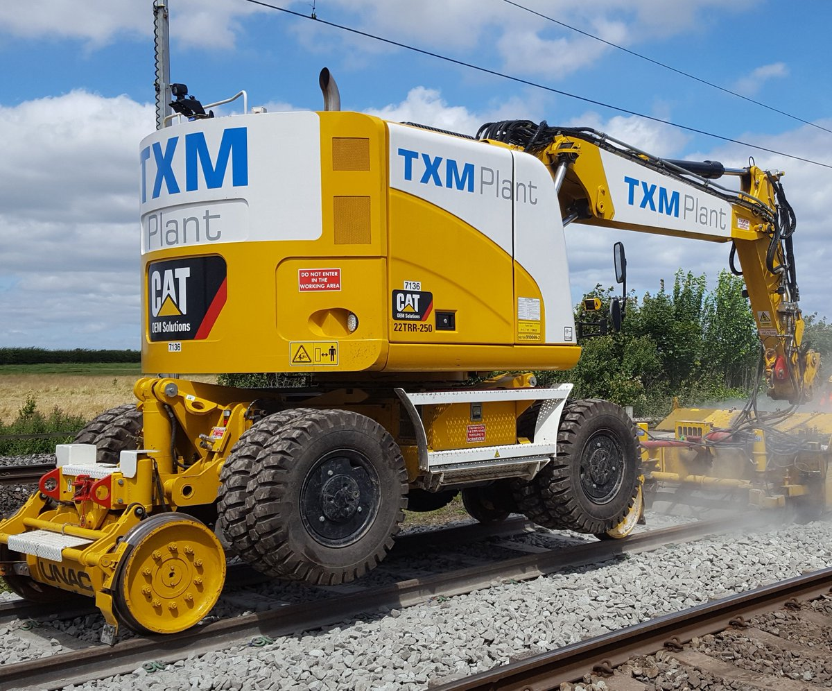 Just because it's #friday here is a pic of the UNAC 250 working up at NEXUS! #friyay #rail #engineering #yellowkit https://t.co/xZtQhkH4jr