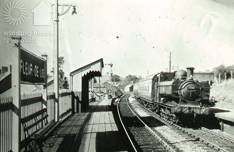 Today&#39;s #objectoftheweek...this magnificent Steam Engine at #Fleur-de-Lis station in the 1950s. Did you travel by steam? <br>http://pic.twitter.com/5r8VFXSLhe