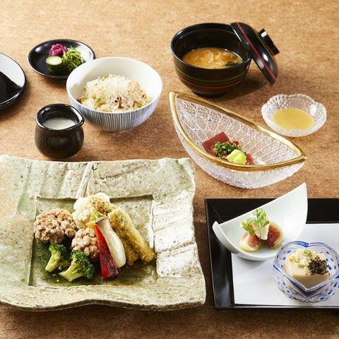"""肴「omborato(おんぼらあと)」では、7月31日までのランチタイム限定で野菜をふんだんに使った""""彩菜御膳""""を提供しています。 #ハイアットリージェンシー東京 #おんぼらあと #和食 #日本料理 #野菜づくしのランチ #新宿 #東京 https://t.co/40xW0g4taD"""