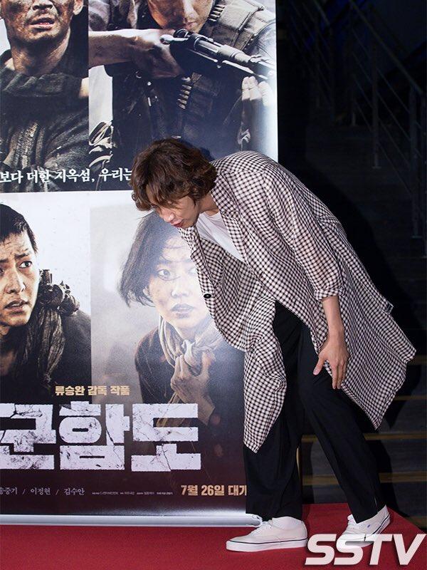 [PIC] Kwang Soo & Jihyo at Joongki\'s movie <Battleship Island> VIP Premiere (2)