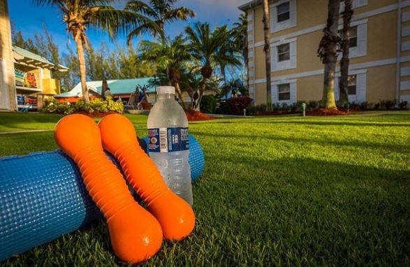 Morning fitness at our resort allows you to enjoy a few extra cocktails without guilt!  #TravelandFitness #GrandCayman #Vacation pic.twitter.com/AsZD2PzghT