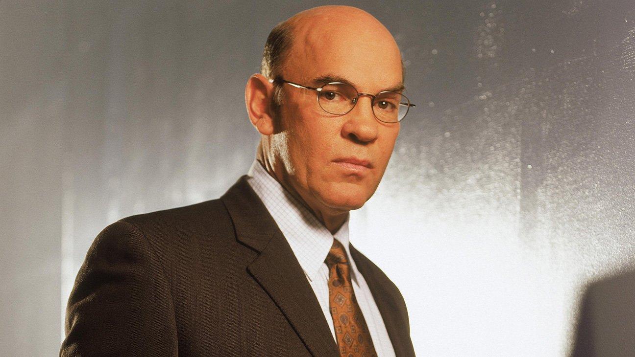 Skinner sera bien de retour dans la saison 11 de #XFiles. Mitch Pileggi a confirmé sa venue dans la série :) https://t.co/c8QK7iHem7