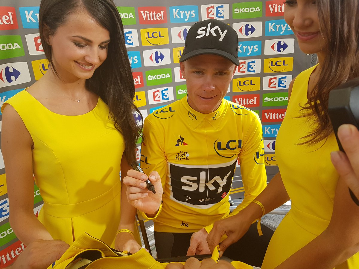 RT pour gagner ce @MaillotjauneLCL @lecoqsportif signé par Chris Froome / RT to win this Yellow Jersey signed by Froome #TDF2017