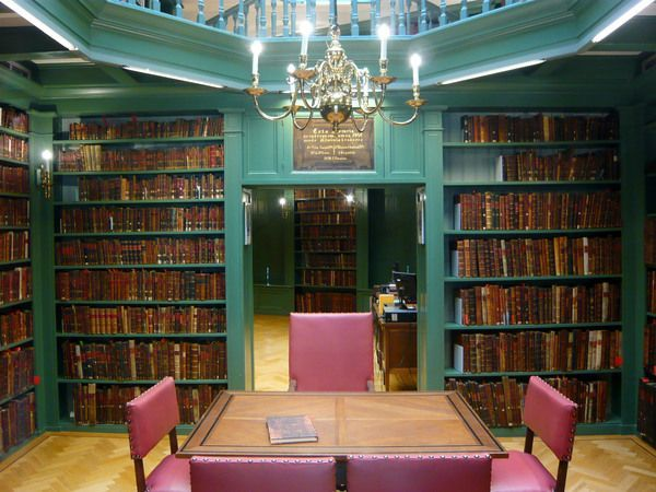 The Oldest Jewish Library in the World    http:// buff.ly/2vliyzu  &nbsp;    #iamalibrarian #Jewish<br>http://pic.twitter.com/6BwHf4iVfb