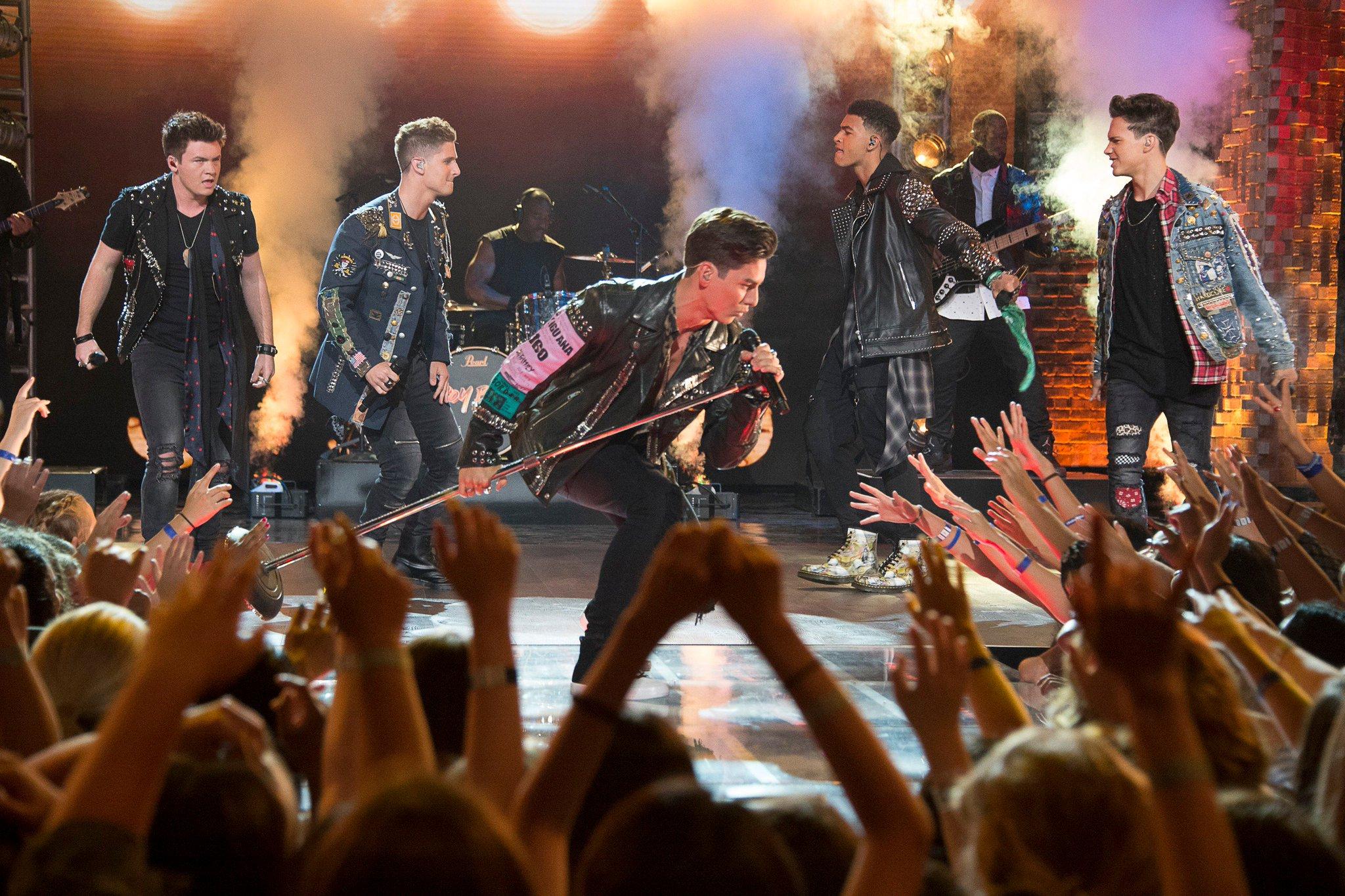 "RT @BoyBandABC: Whoooah! Timeless channels their inner Bon Jovi with ""Livin' on a Prayer!"" #BoyBand https://t.co/dHui4JoaSr"