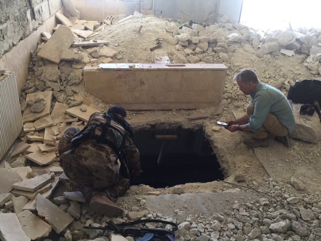 @akhbar 15/ We had 2improvise. IS-bunkers booby trapped. Fighter puts our 360°cam on stick in hole, @HaraldDoornbos  checks via phone if all is clear https:/