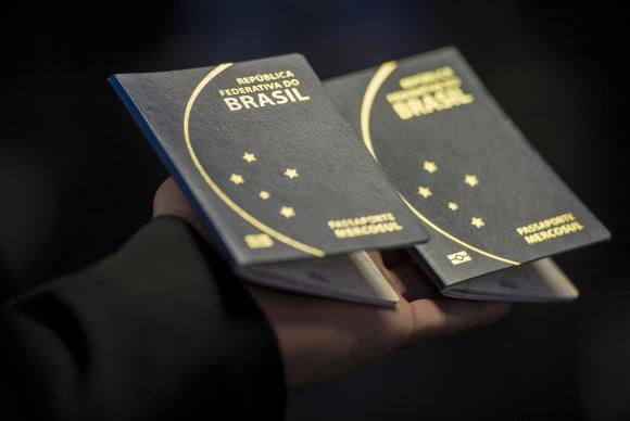 Ministério da Justiça diz que PF já pode retomar emissão de passaporte https://t.co/9Uv5eWwwgO