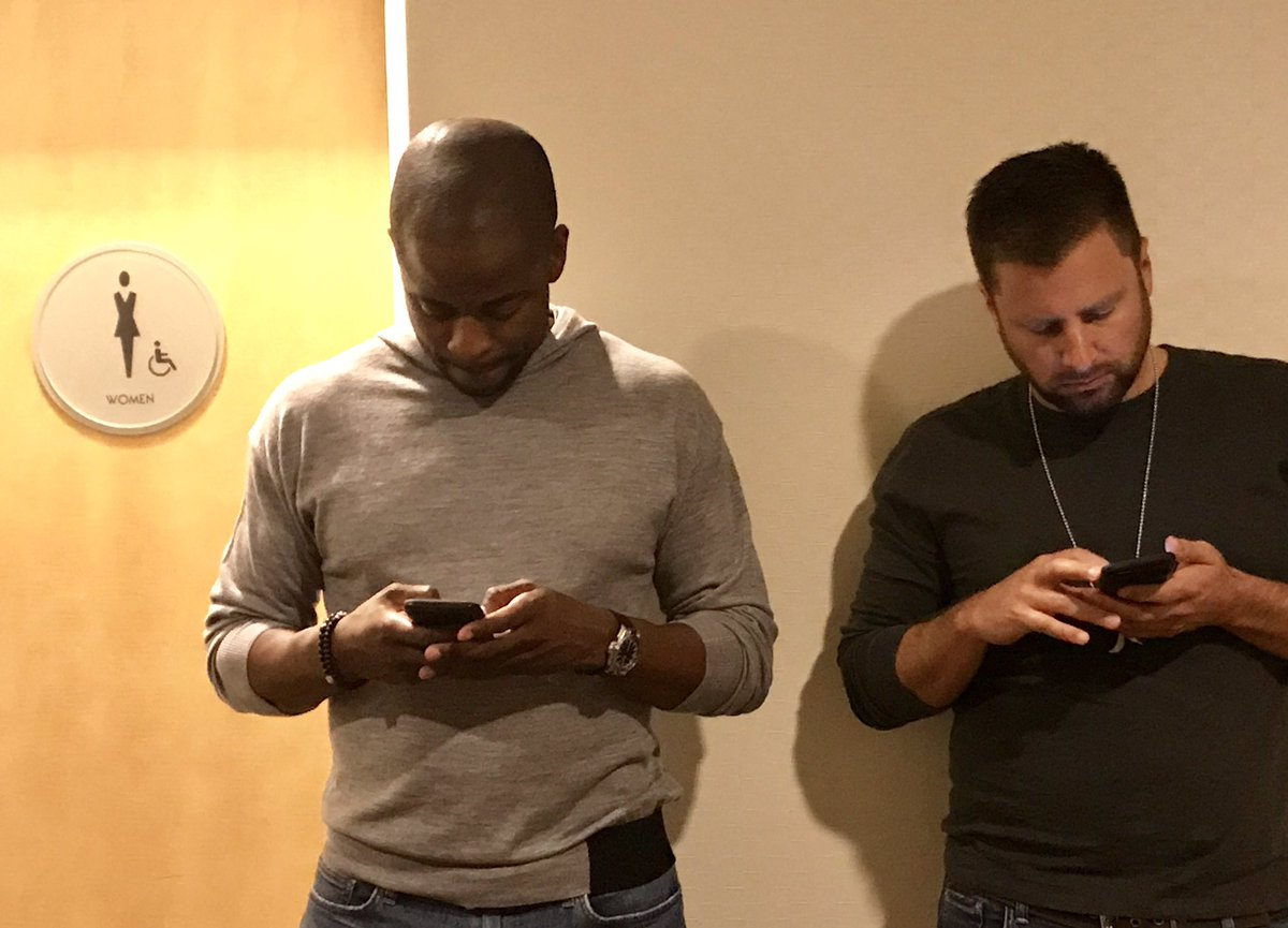 Uhhh... @JamesRoday @DuleHill, you guys are in the wrong line. #SDCC https://t.co/Wwdtz9lUXc