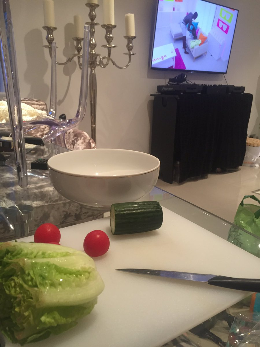 Can't believe I'm actually chopping my salad in the living room so as not to miss Marcel's poem to Gabby! what has happened 2me #loveisland