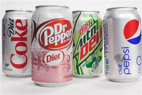 Those who drink more than 2 diet sodas a day are twice as likely to develop Type 2 Diabetes compared with those who drink less. #diabetes <br>http://pic.twitter.com/nU0sIhGfcj