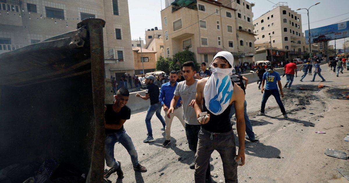 Trois Israéliens tués à coups de couteau dans une colonie de Cisjordanie https://t.co/FlUTSXSn83