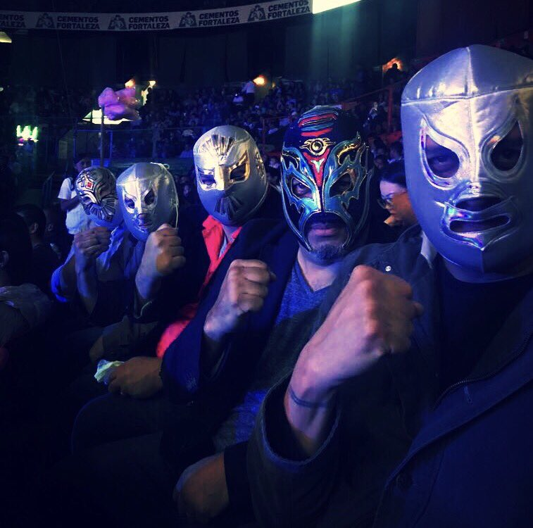 This is how we roll...@ESPNDeportes  #LuchaLibre #cdmx <br>http://pic.twitter.com/yh4TLkKS04