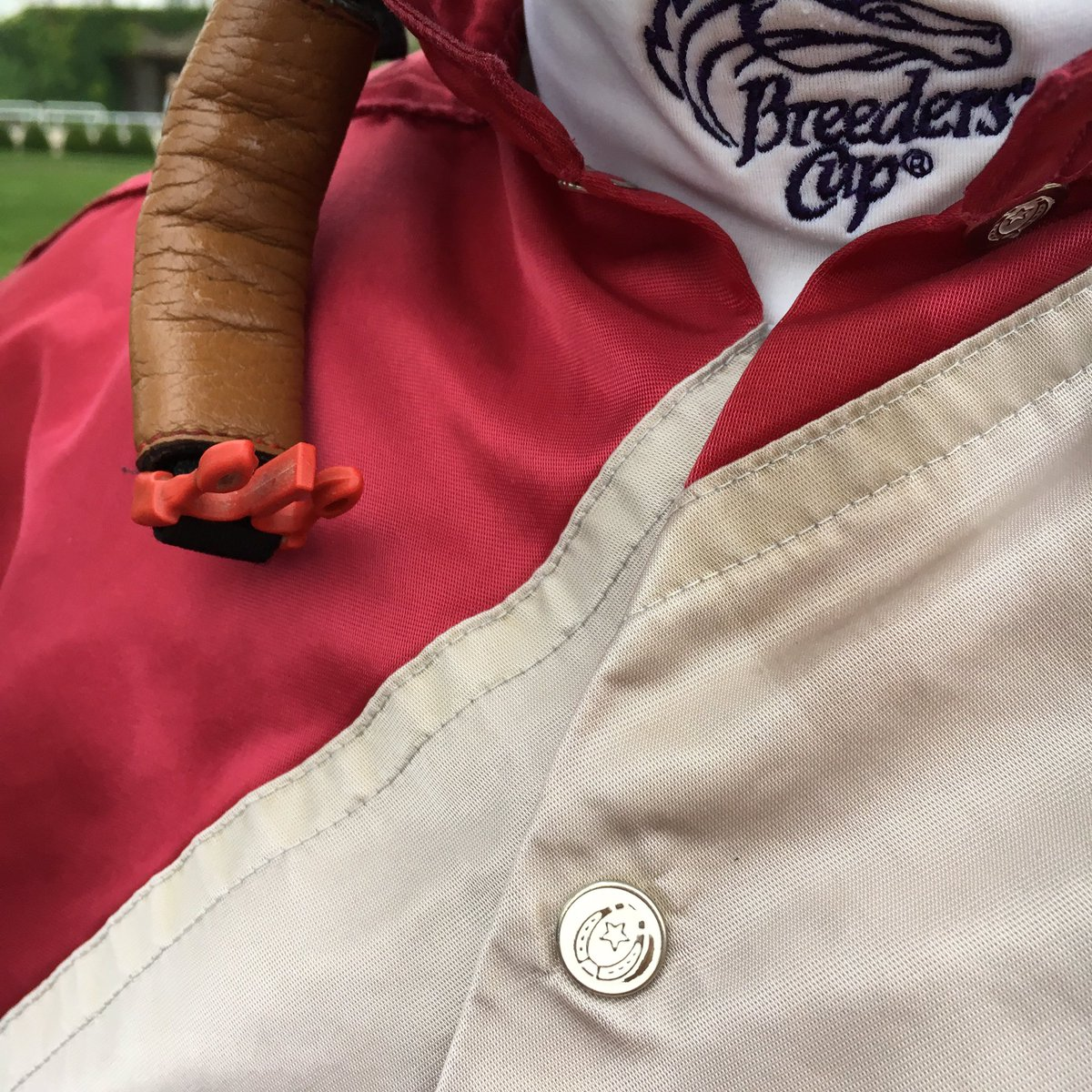 Can you name these silks? Always an honor to wear these beauties.#buttons #oldschool #racingroyalty<br>http://pic.twitter.com/8tyUlNvxhG &ndash; bij Arlington Park