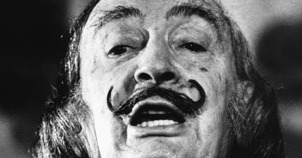 La moustache de Salvador Dali est intacte, 28 ans après sa mort! https://t.co/hEKcPjK6Mj