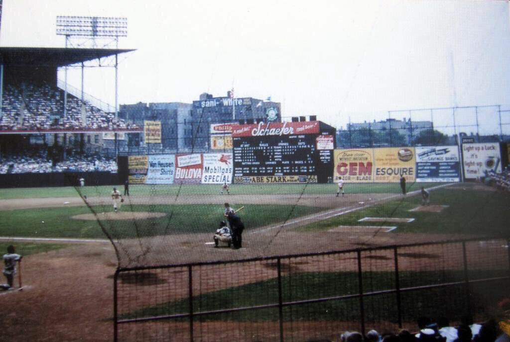 &quot;Old Days&quot;Brooklyn Dodgers play a Day game before a big crowd at Ebbets Field. #Dodgers #Brooklyn #nyc #mlb<br>http://pic.twitter.com/gCsZpEFt1X