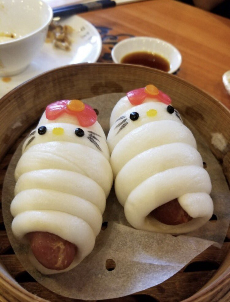 香港のハローキティ中華店。そこまで無理してキティにせんでも、的な料理ばかり。 pic.twitter.com/f2DgPaxjuE