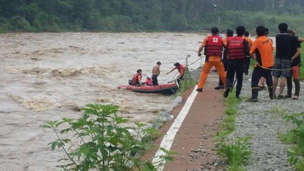 호우경보가 내려졌던 경기도 연천군에서 급격히 불어난 하천물에 주민들이 고립되는 사고가 잇따라 발생했습니다. 오늘밤에 또 비가 예보돼 있습니다. https://t.co/j4iy02gm4w