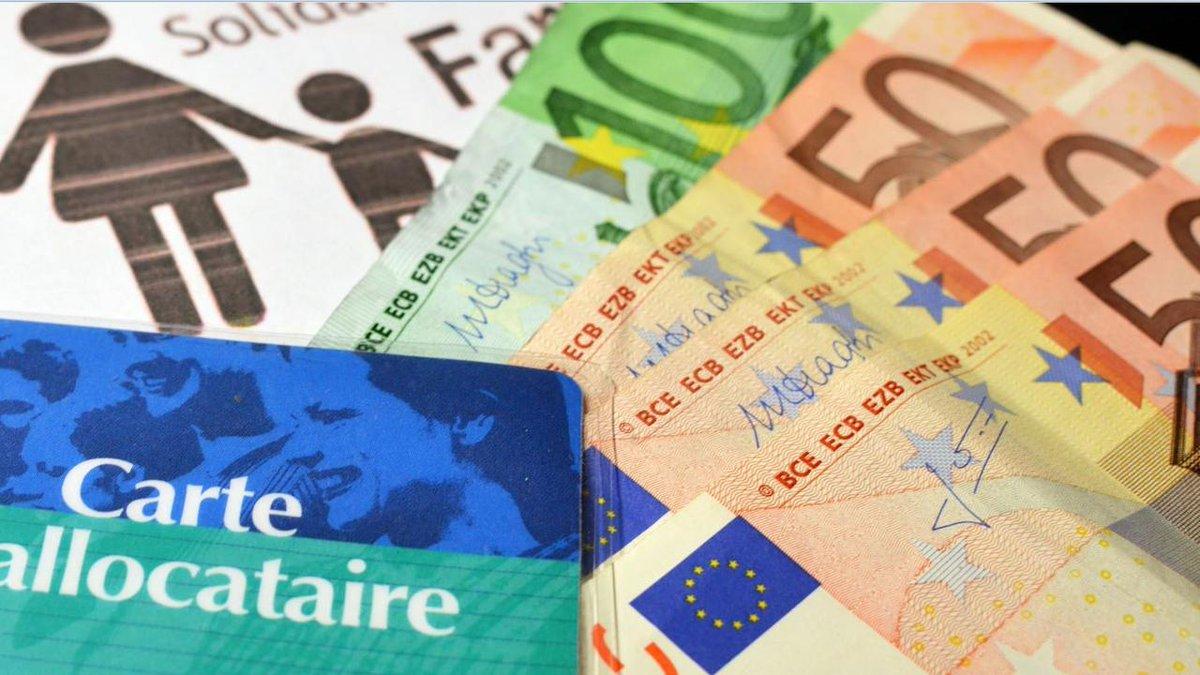 🔵 🔴 Les APL ne seront pas supprimées mais baisseront de 5 euros par mois https://t.co/XgyLNLNN9t