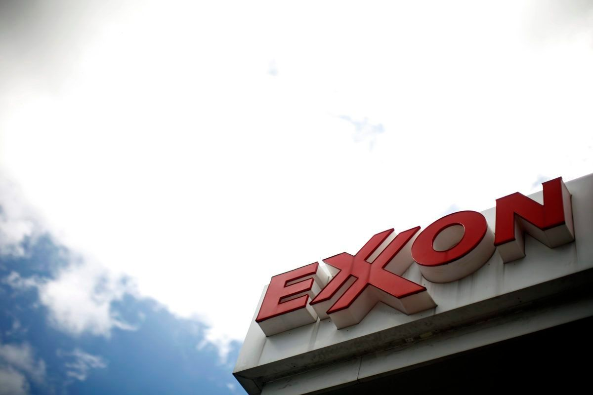 ICYMI Exxon employees are suing Exxon for lying about climate and thus damaging their retirement accounts #ExxonKnew  http:// bit.ly/2uigEiZ  &nbsp;  <br>http://pic.twitter.com/Ua6zZV3pXs