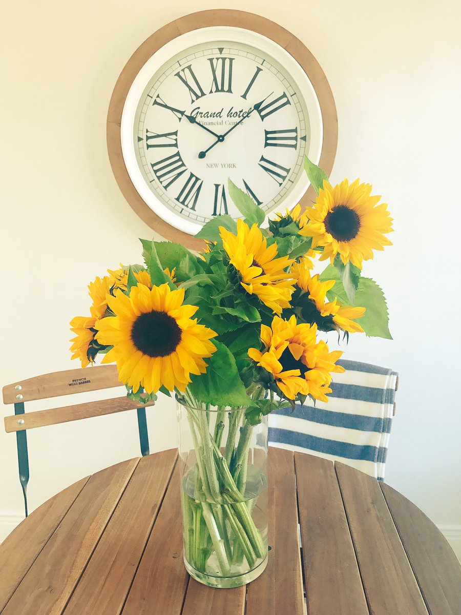 Because #Sunflowers makes me #happy ... <br>http://pic.twitter.com/3fllUsEY8B