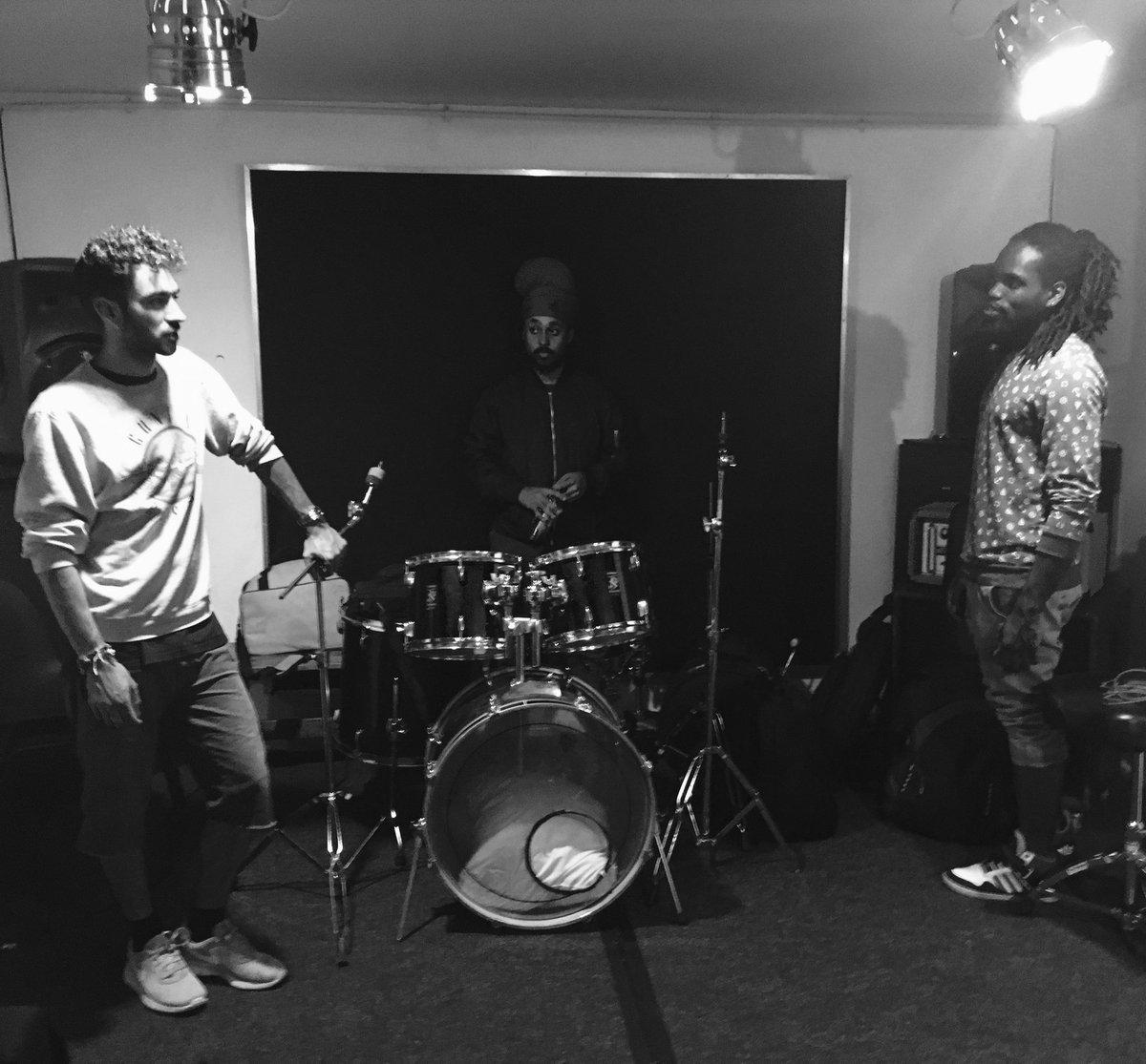 Serious moment in rehearsal.....ha #musicians <br>http://pic.twitter.com/ec7V610U5D