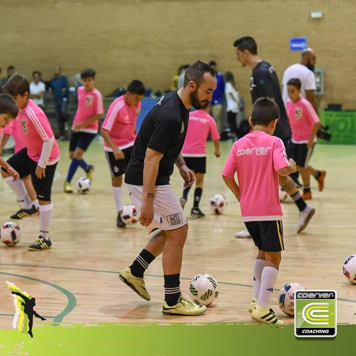 Coerver® Global | Futsal training using our adapted curriculum designed with the World's best Futsal player Ricardinho #neverfollow <br>http://pic.twitter.com/YZh0m8yDVk