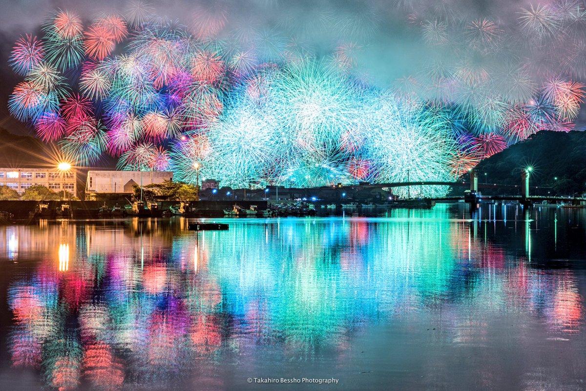 2017年もここから花火シーズンが始まります。雲間に炸裂する彩色千輪、きほく灯篭祭からの一枚です。今年も暑い夏が始まります!  #三重 #リフレクション #花火 #fireworks #夏 #紀北 #きほく燈籠祭