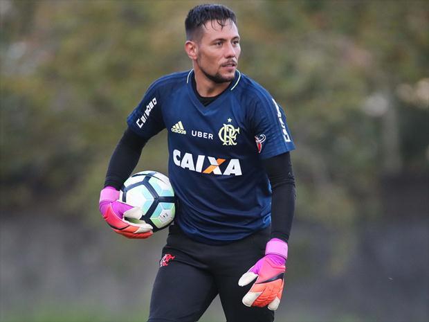 Diego Alves revela que gostava do São Paulo e diz qual craque europeu é o 'mais humilde da Terra': https://t.co/GMTNhqgpqV #CentralFOXBrasil