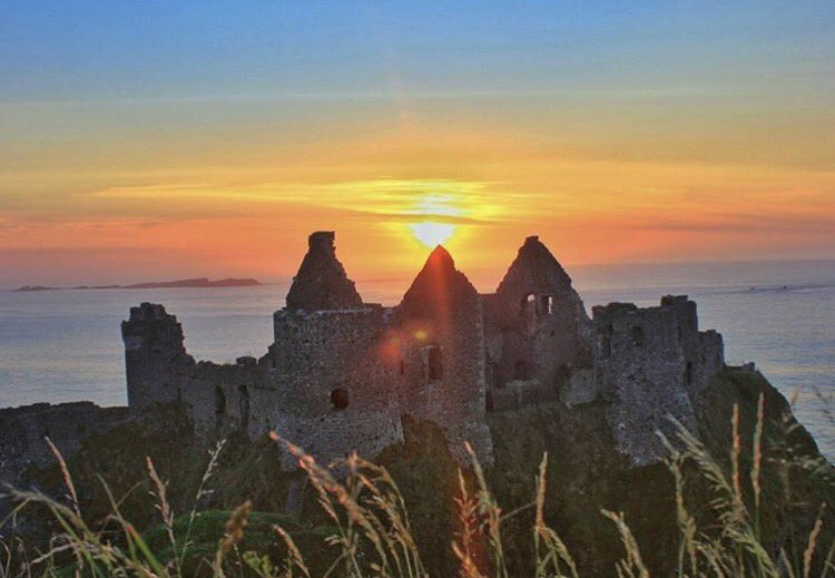 Amazing sunset from Dunluce Castle . by IG:janetnewenham #dunlucecastle #sunset #ireland #history #irish_daily #saturday #500pxrtg<br>http://pic.twitter.com/P5pcMua6JA