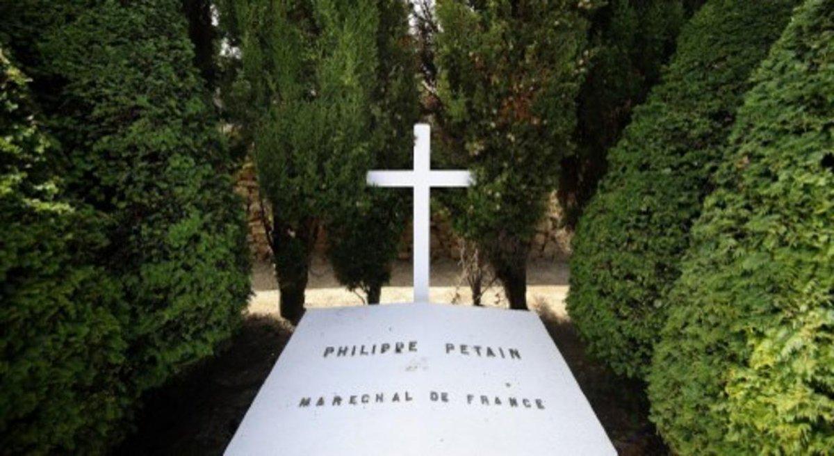 Ile d'Yeu : la tombe du maréchal Pétain vandalisée https://t.co/Pta3hIVEZd