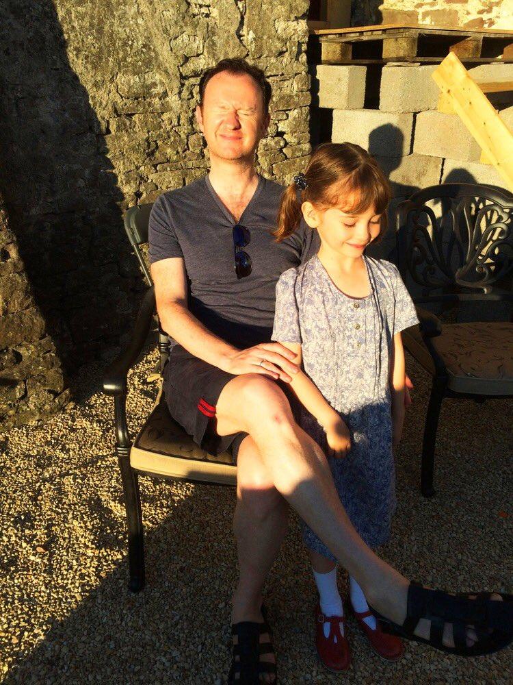 ユーラスの子供時代を演じたインディカ・ワトソンと、マーク&ベネディクト&マーティン。  #シャーロック