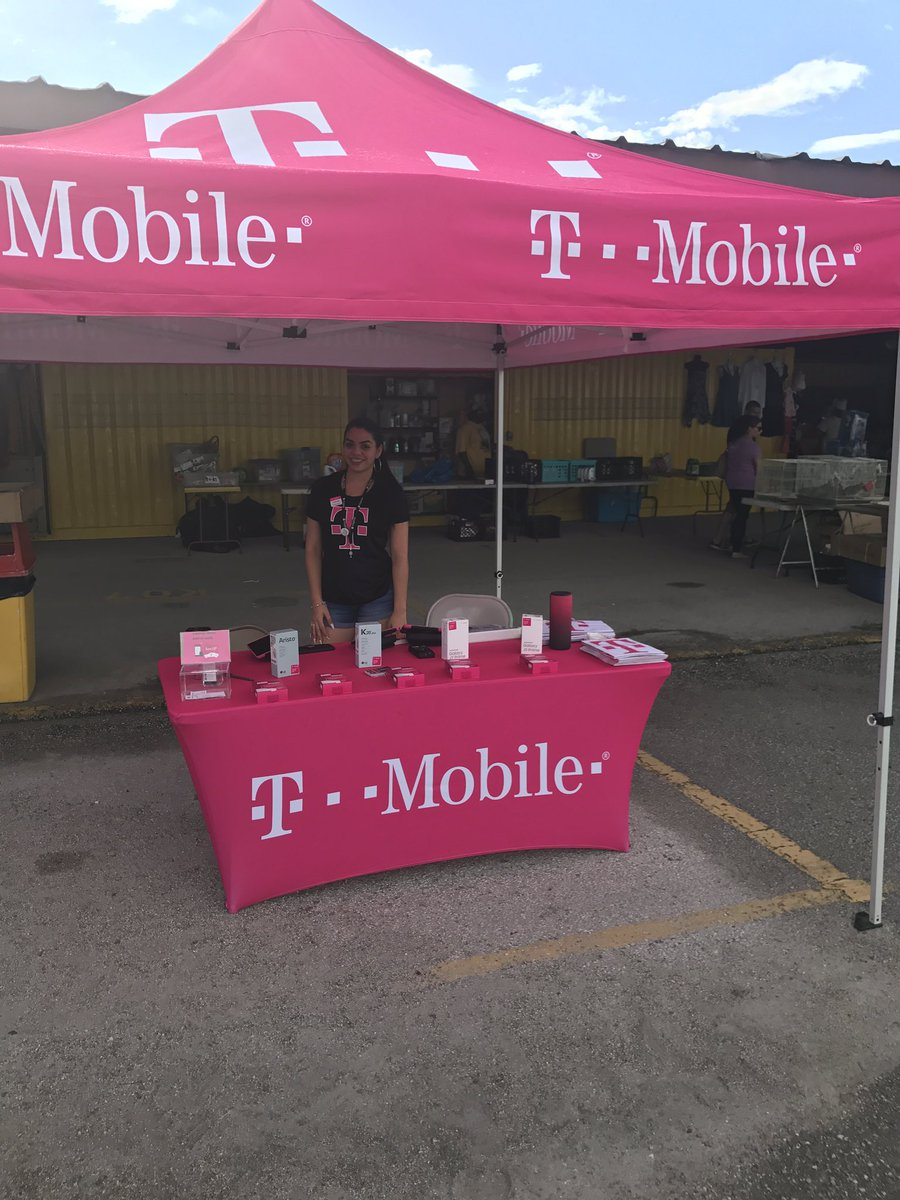 @DebbyNieves1 Debby making it happen at the flea market with 5 post and more to come! #outreach @GHengtgen @jboy1724 @reyna_leise<br>http://pic.twitter.com/KI5bwammoE