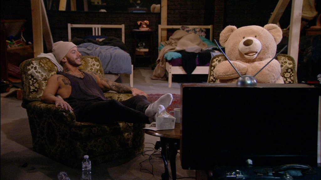 3.57pm: Looks like Tom's already replaced Kieran... 🐻🐻🐻 #BBUKLive #BBUK https://t.co/lyAKUcBm2F