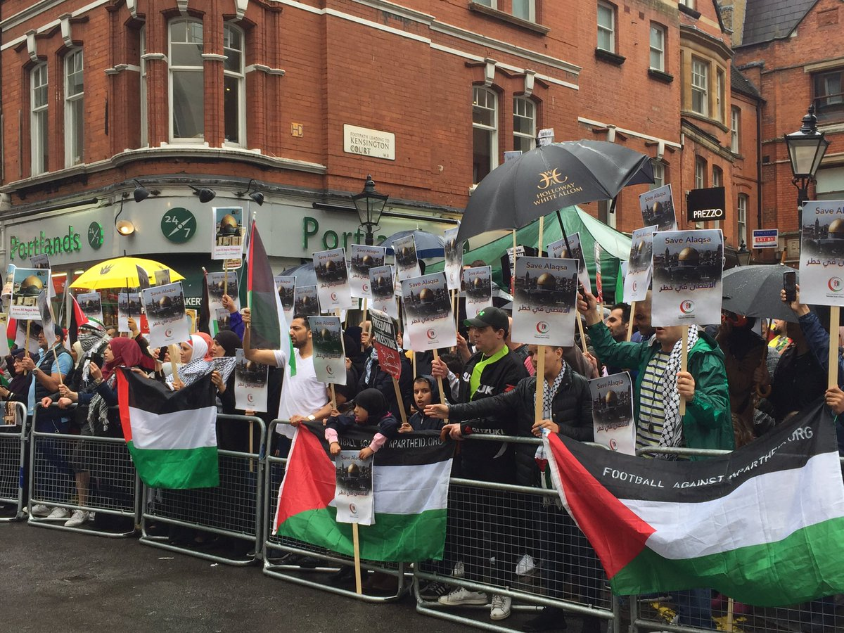 Massive crowds at Israeli Embassy in London to #SaveAlAqsa #Palestine <br>http://pic.twitter.com/0s9GRPEeGn