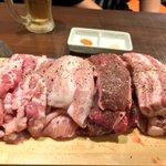 新大久保、高田馬場の「マニト」の『赤字セット』は、1580円でバカみたいな量の肉が出てくる!人数分頼…