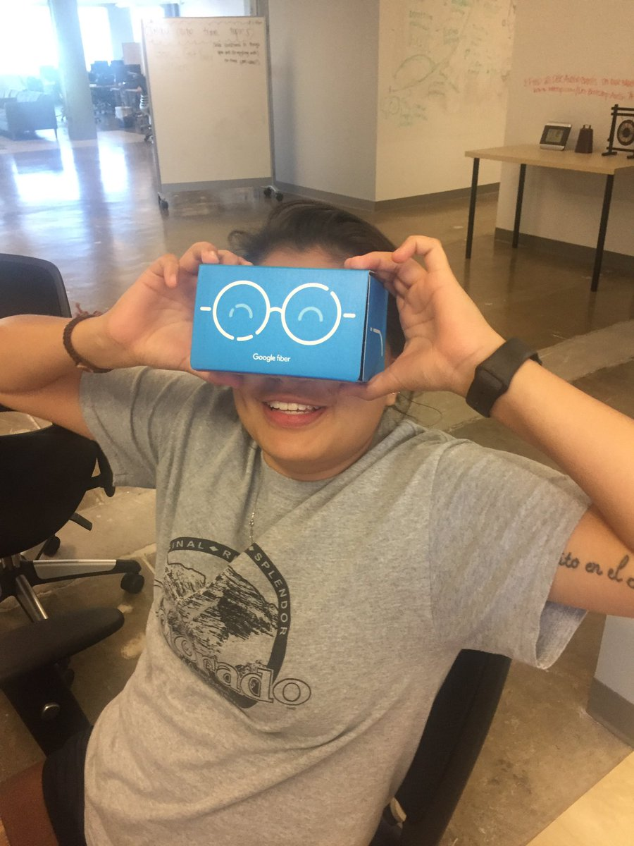#VR with Google Cardboard @ @devbootcamp !! https://t.co/wlKKYKd4lE