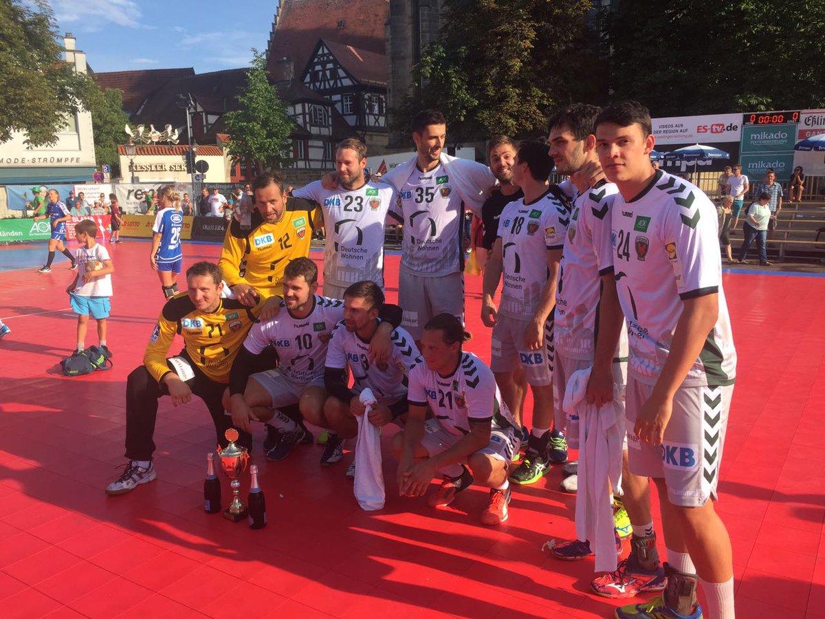 Im Finale schlagen wir den @tbvlemgo mit 22:19 und holen uns den #Turniersieg in Esslingen. #UnserRevier https://t.co/6388jNSjVo