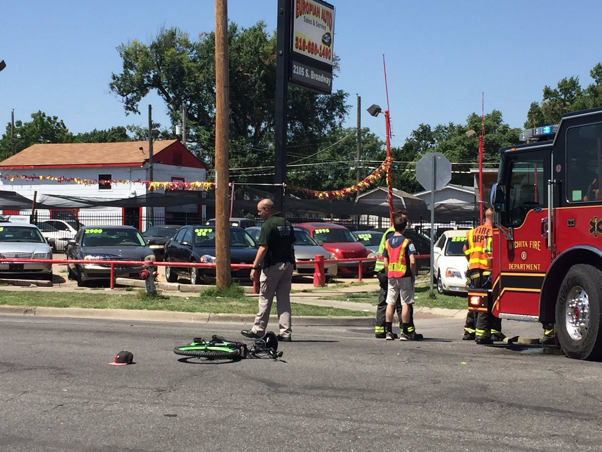 #BREAKING: Bad #crash at Broadway and Pawnee. Witnesses say a driver hit a young man or teen this bike then took off running.   @KWCH12<br>http://pic.twitter.com/ZVJDqMf5Lb