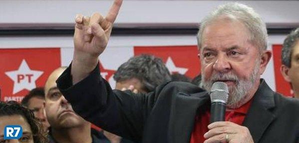 Possível ausência de Lula deixa PT sem nome forte para 2018, dizem especialistas https://t.co/cbZmtkNrId