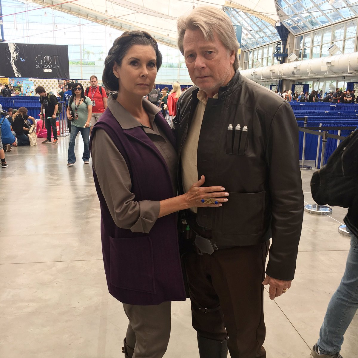 I saw people burst into applause when these #starwars cosplayers walked the con floor. ❤️